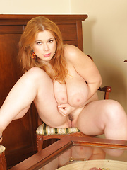 Terry Nova masturbate with silver Dildo